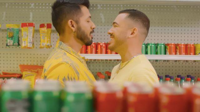 pareja gay El Recodo Que El Mundo Ruede