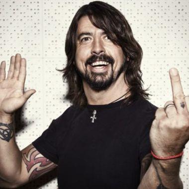 Foo Fighters trollean manifestantes religiosos y homofóbicos