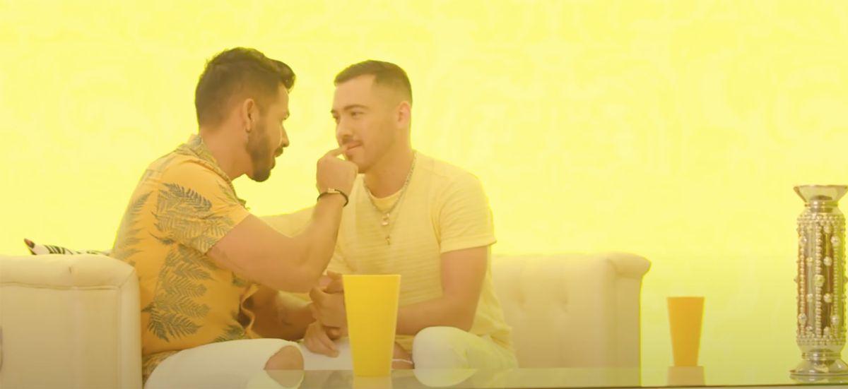 pareja gay video Banda El Recodo