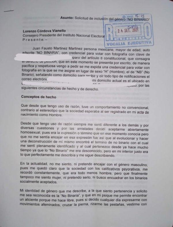 Fausto Martínez, persona no binaria, quiere cambiar su credencial del INE