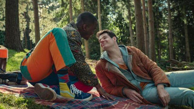 troubled abuser sex education adam eric representación gay