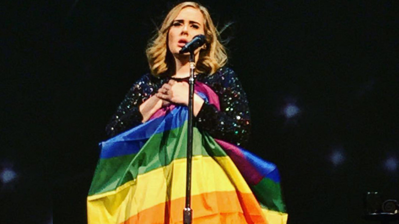 adele bandera arcoiris lgbt