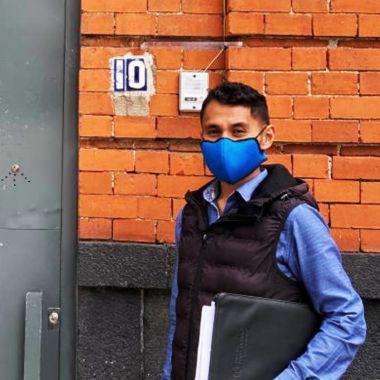 Iván Rosas, profesor gay despedido de un colegio en Iztapalapa