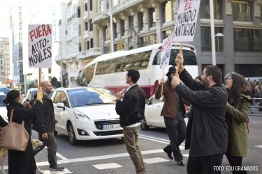 Cortan la Gran Vía de Madrid para reclamar la vuelta del mundo antiguo