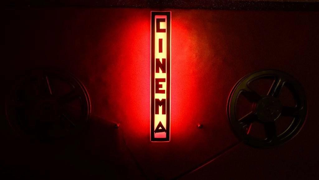 4. Nosotros cerramos el último cine X de Madrid