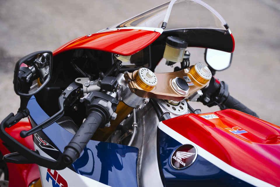 Detail trikolóry na motocykli RC213V-S