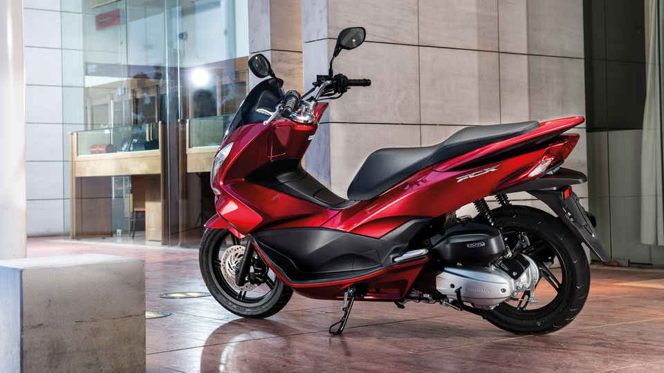 Honda-Skúter-PCX150-Exteriér-Pearl Siena Red-Stojaci