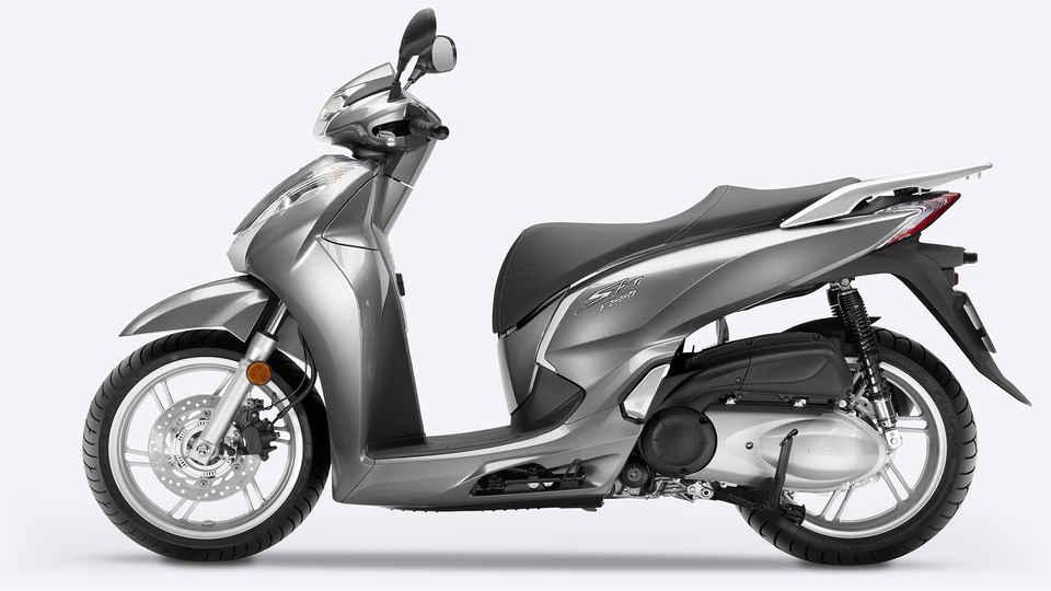 pohľad na motocykel Sh300i zboku