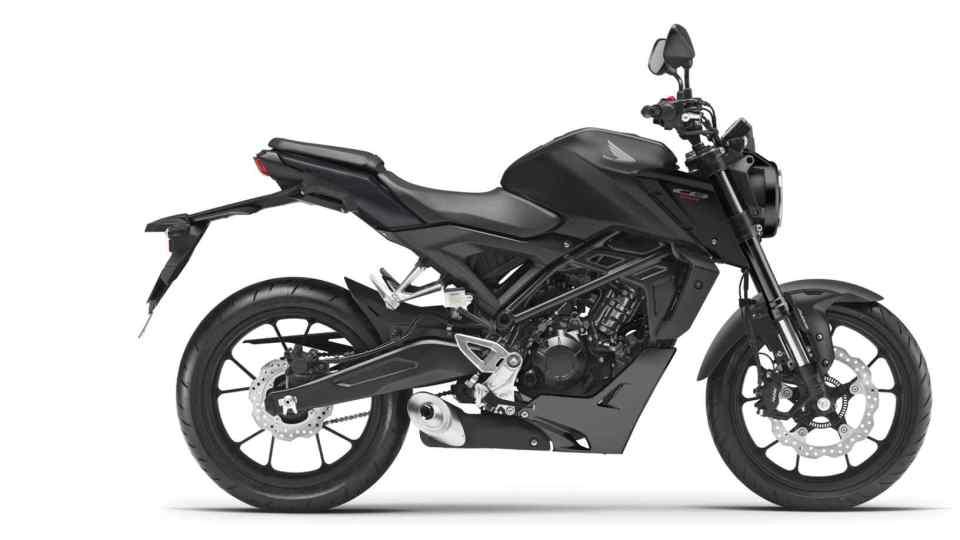 Honda CB125R, pravá strana, štúdiový záber, čierny motocykel