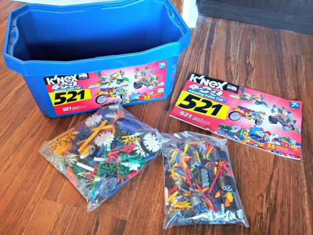 What's inside the K'NEX value tub