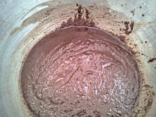 Brownie batter looks at the start like there is too much sugar, but it is supposed to look like this!
