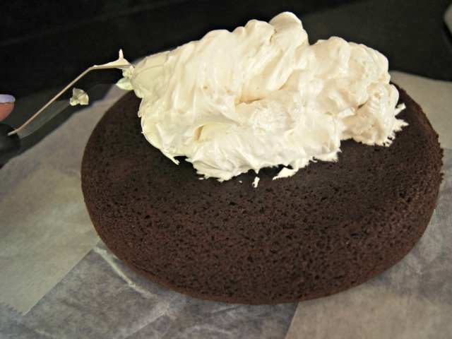 Spread your fluff from the center of your cake to the edges
