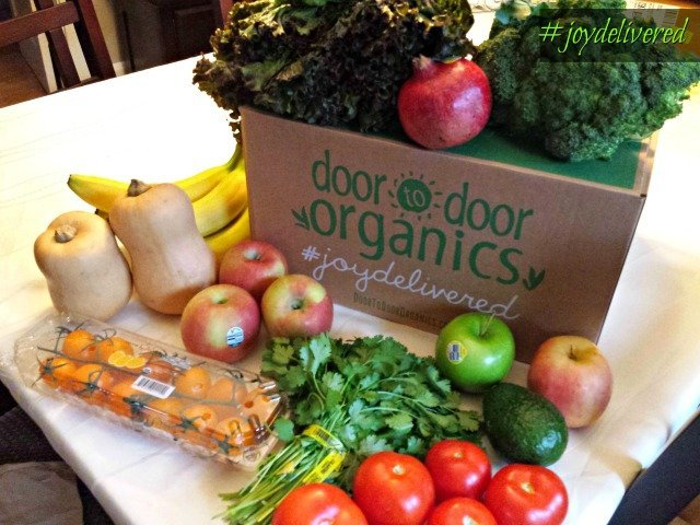 What is in a small fruits and veggies box from Door to Door Organics