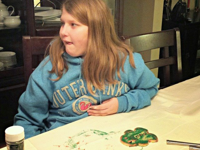 Decorating cookies with less mess