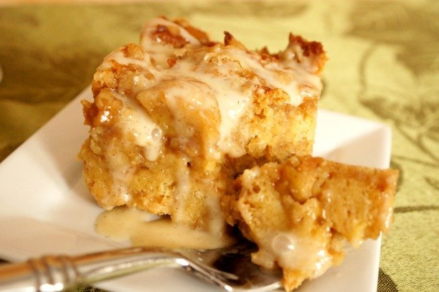 Cinnamon roll bread pudding on a fork