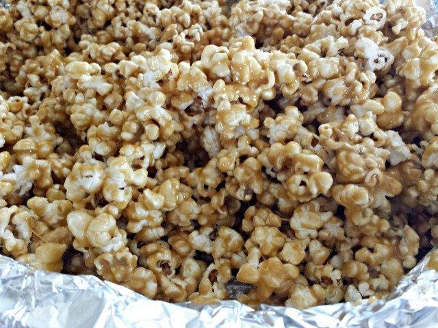 Coated caramel corn