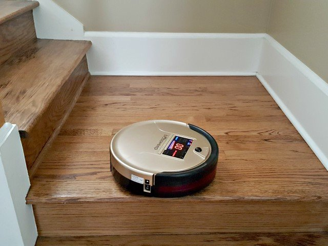 Bobsweep PetHair recognizes edges and won't fall off