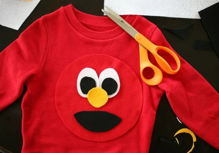 elmo-face-on-a-simple-diy-halloween-costume-2