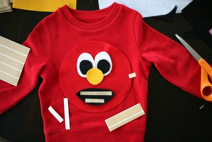 elmo-face-with-a-simple-halloween-costume-fabric-tape