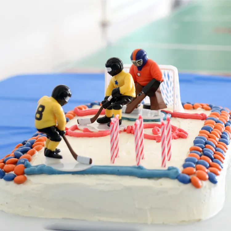 Have You Seen Those Ridiculous Sports Themed Birthday Cakes On Pinterest That Are So Perfect Wonder Who Took The Time To Make It And How Heck They