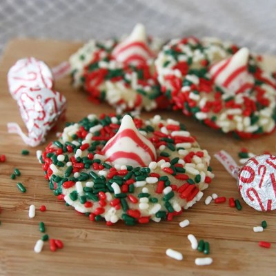 Simply Relish | Candy Cane Kiss Holiday Cookies