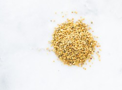 This post in the Curated Kitchen series focuses on the amazing health benefits of BEE POLLEN, as well as ways to include them it healthy recipes, plus tips and tricks for use. Click through the full article! | Honestly Nourished | www.honestlynourished.com