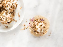 GF oat muffins bursting with fresh blueberries and topped with an indulgent coconut butter crumb topping and coconut butter drizzle. | gluten free + dairy free + refined sugar free | via Honestly Nourished