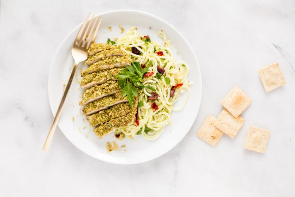 30-Minute Paleo Cracker-Crusted Chicken With Garlicky Lemon Zucchini Noodles {gluten free + dairy free + paleo + vegan option}