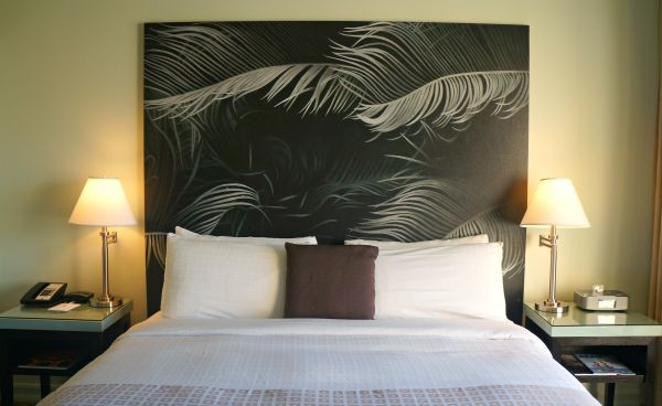 The Acqua Hotel, Beautiful headboard and king sized bed