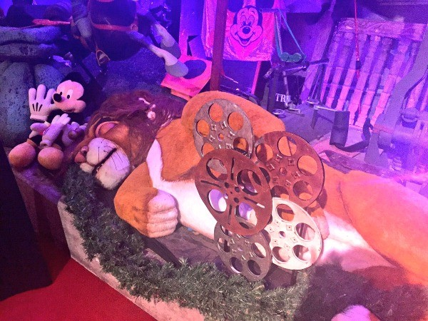 Disney's Hollywood Studios, Old Lion King show Simba sleeps in the Prop Shop backstage room