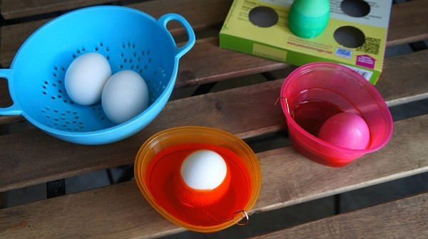 Making DIY Ombre Easter eggs