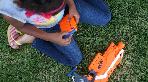Loading the NERF N-Strike Stryfe 6 Dart Blaster
