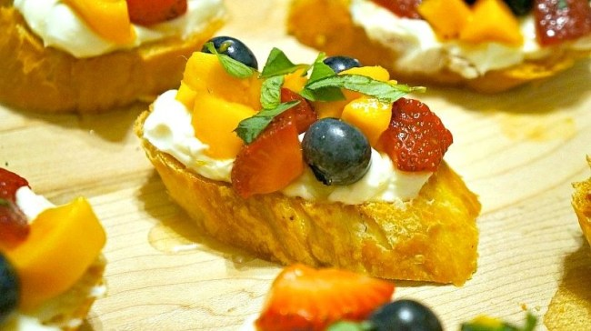 Fresh lemon fruit bruschetta recipe - The perfect summer appetizer to try