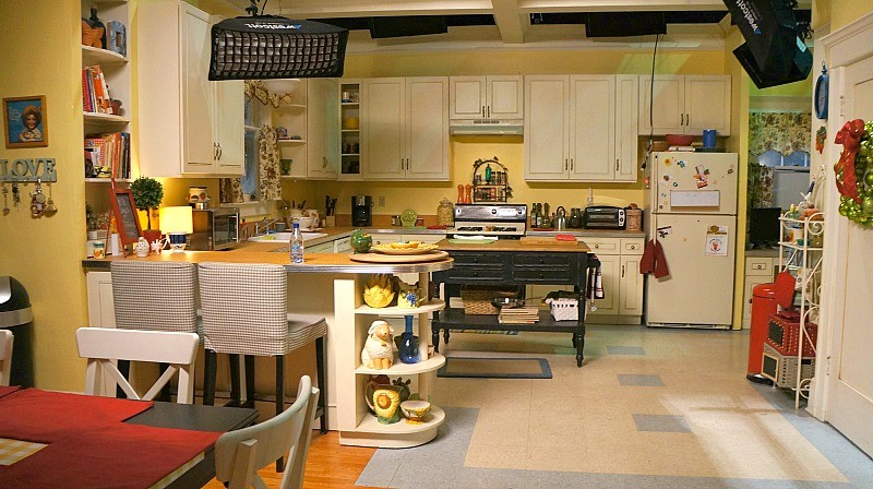 visiting-the-set-and-meeting-the-cast-of-the-real-oneals-the-kitchen-on-set