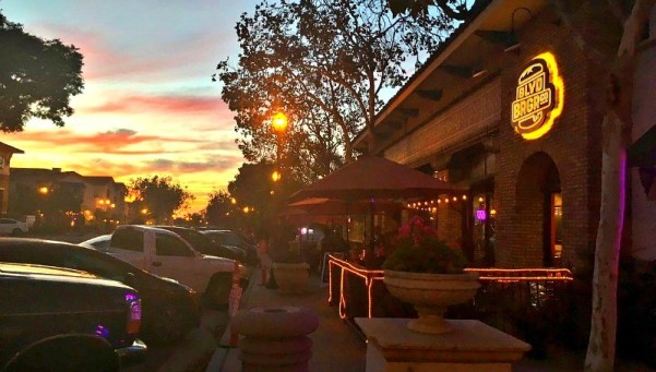 family-friendly-activities-in-camarillo-ca-an-early-evening-stroll-in-old-town-camarillo