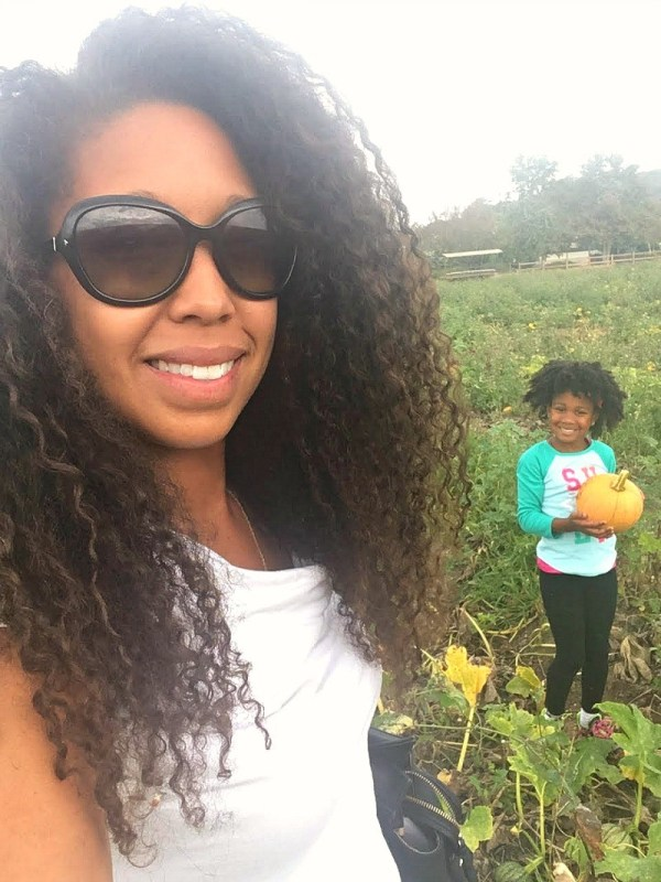 family-friendly-activities-in-camarillo-ca-mom-and-daughter-picking-pumpkins-at-mcgrath-family-farm