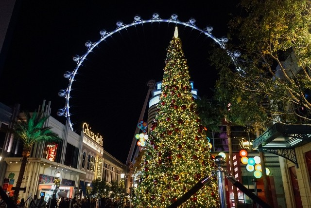Lights at The LINQ Las Vegas at Christmastime
