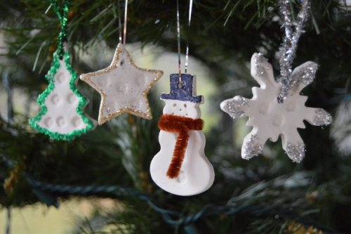 DIY Christmas home decor ideas - essential oil diffuser ornaments