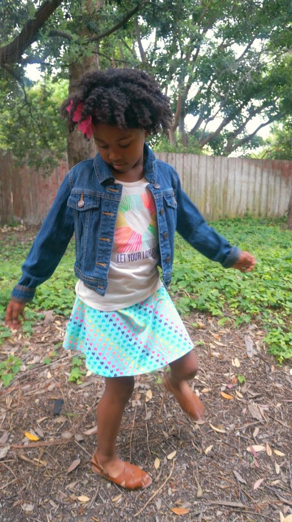 Girls T-Shirt Outfit Ideas, girly skirt chic