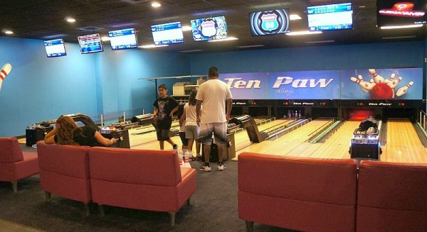 Ten Paw Alley bowling at Great Wolf Lodge California