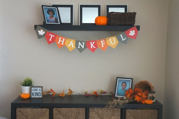 Free printable THANKFUL banner super cute Thanksgiving decorations