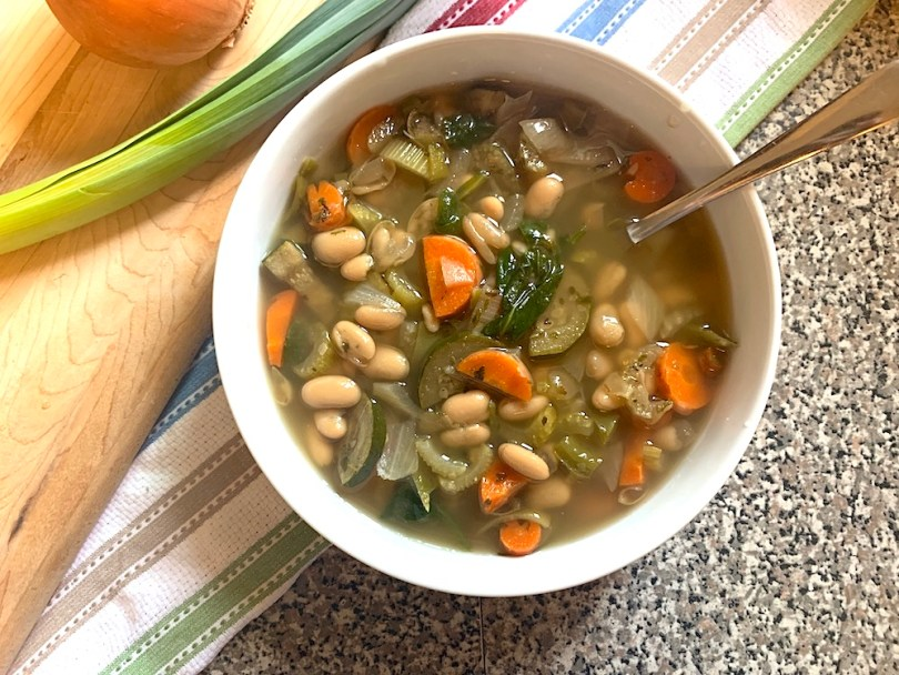 Vegetarian white bean soup recipe in the slow cooker