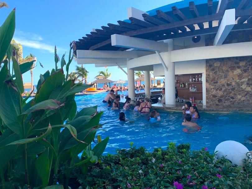 Hyatt Ziva Swim up pool bar