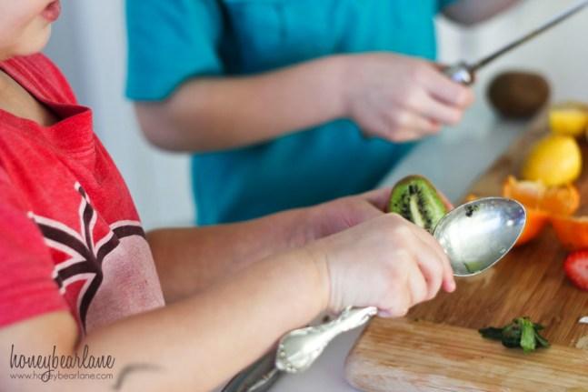scooping kiwi