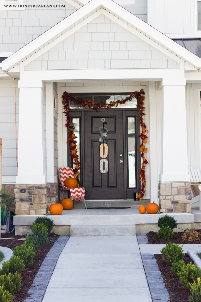 halloween-front-porch-decor-1