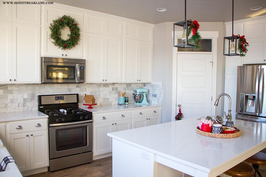 christmas-farmhouse-kitchen