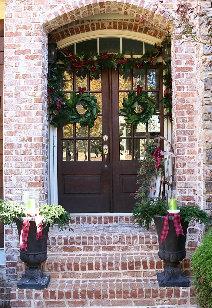 25 Beautiful Farmhouse Christmas Porches Honeybear Lane
