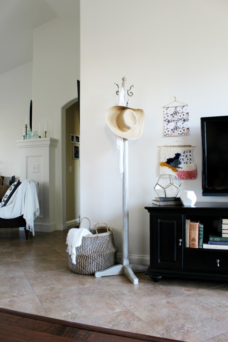 Make a faux pull down chart the easy way   DIY wall decor