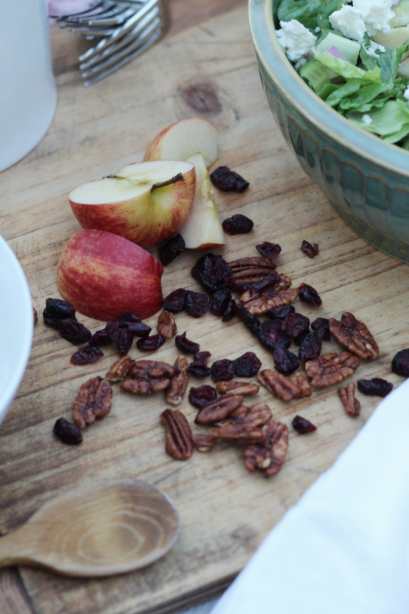 Fall salad with apples, cranberries and candied pecans