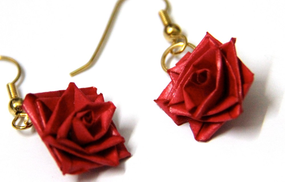How to Make a Paper Quilled Rose – Free Tutorial